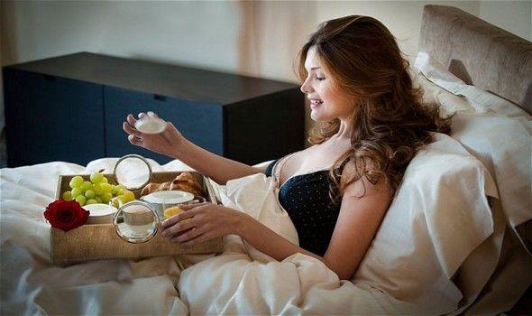 10546 breakfast-in-bed 2452361b 1