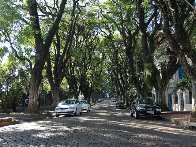 Rua-Goncalo-de-Carvalho-in-the-City-of-Porto-Alegre-Brazil-5