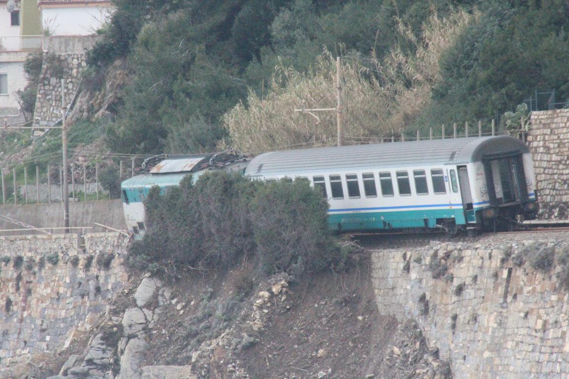 treno-deragliato-andora-vagoni-13