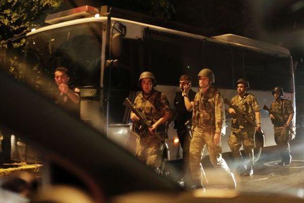Turkish security officers detain Turkish