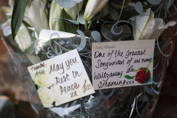 PROD Tributes Grow To Music Icon George Michael
