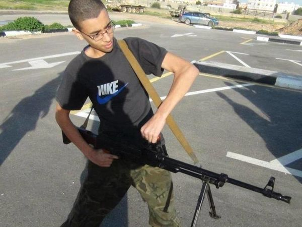 40DD95CC00000578 4548232 Hashim Abedi the younger brother of Salman pictured with a gun o a 8 1495948462532