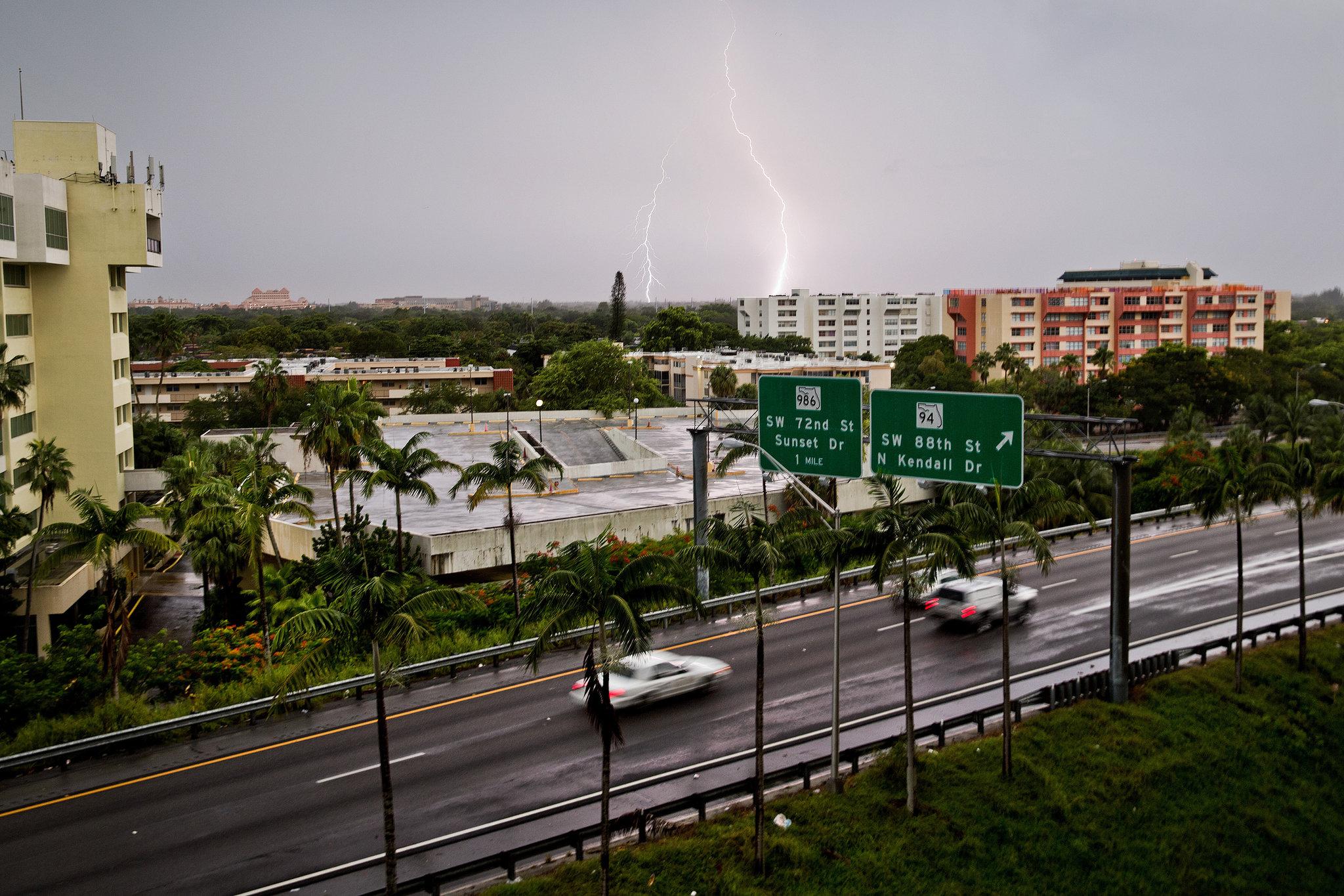 10LIVE STORM lightning superJumbo