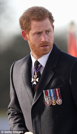 475AD19E00000578 5183199 Prince Harry returned to Sandhurst military academy to hand out a 59 1513347845798