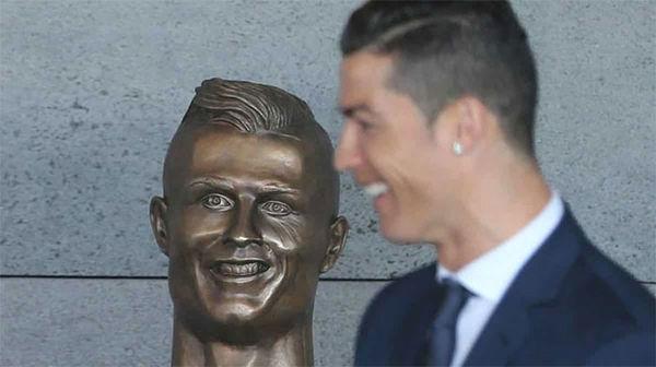 funny cristiano ronaldo statue fail 34 58dcc00e3264b 700