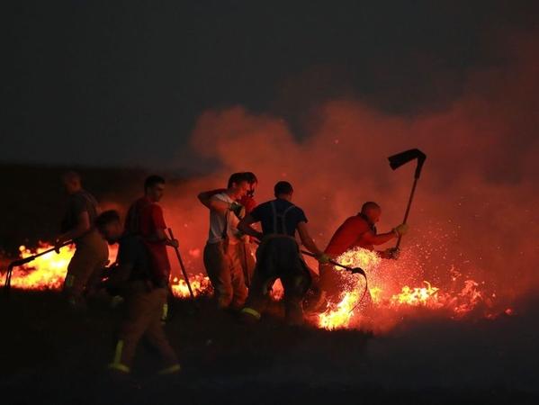 skynews moors wildfires winter hill near bolton 4348540