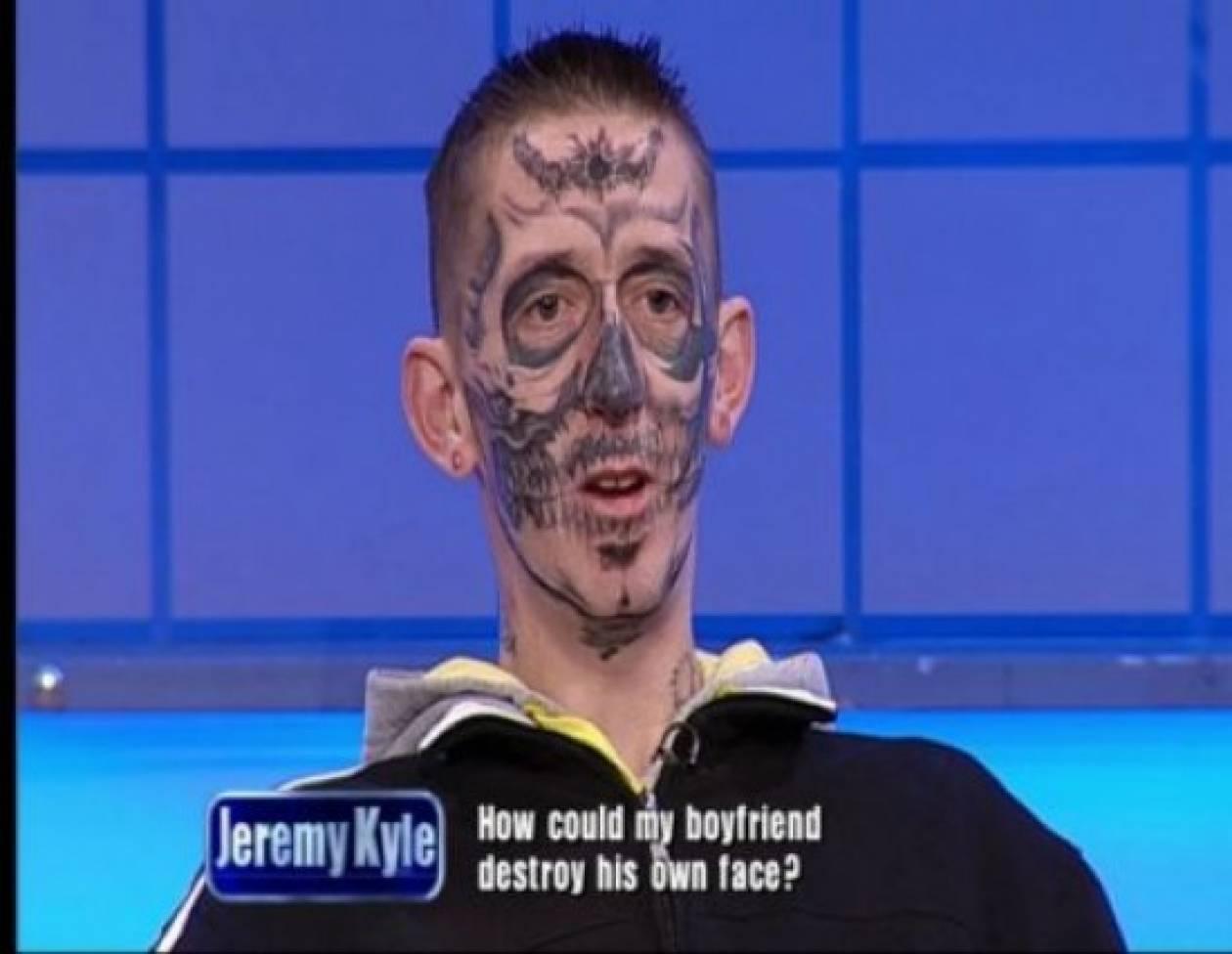 Έκανε τατουάζ σε όλο του το πρόσωπο!