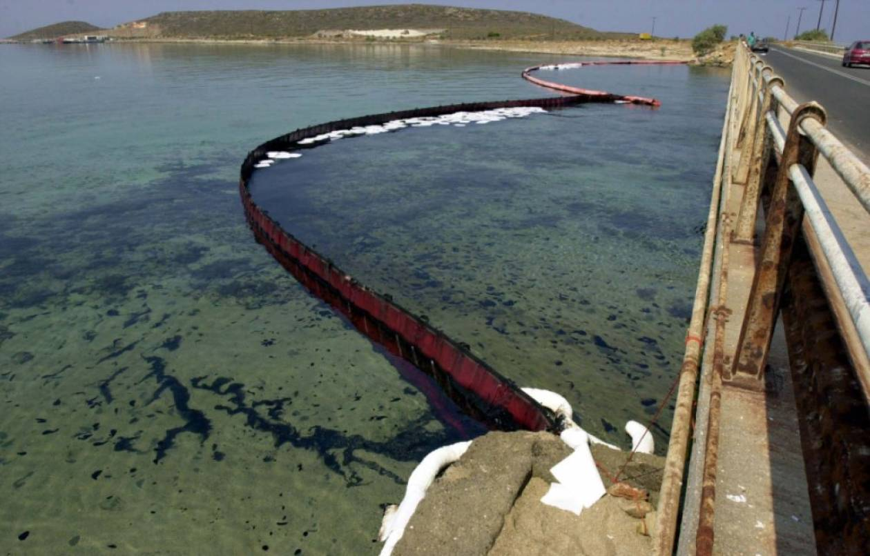Πετρελαϊκή ρύπανση στα Αντίκυρα