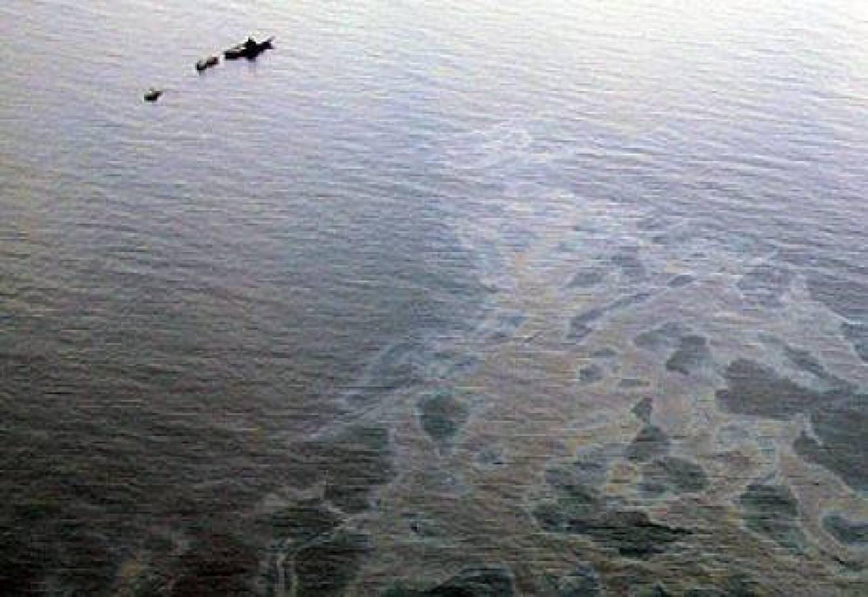 Τριακόσια λίτρα πετρελαίου στο λιμάνι του Βόλου