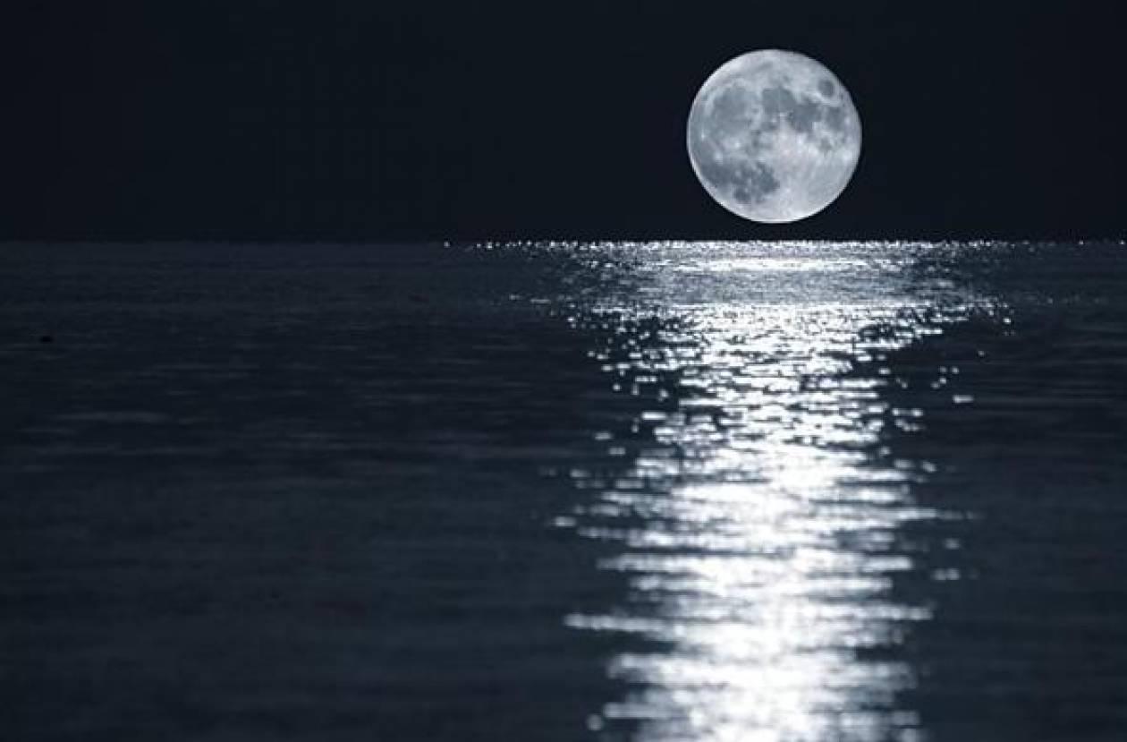Όταν η Σελήνη πλησιάζει τη Γη...