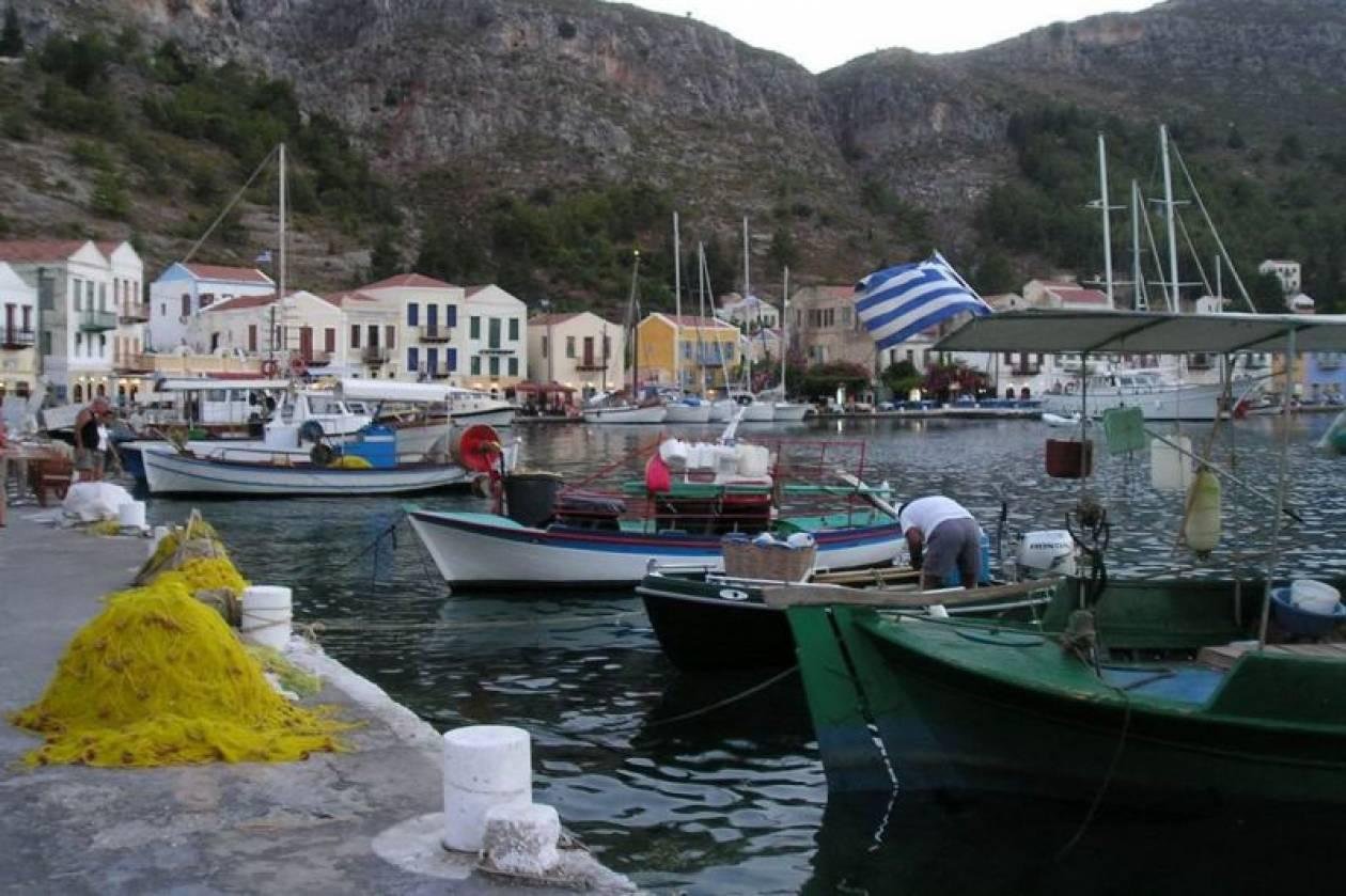 «Γκρίζα» πετρελαϊκά «φιλέτα» πουλάει η Τουρκία στο Καστελόριζο