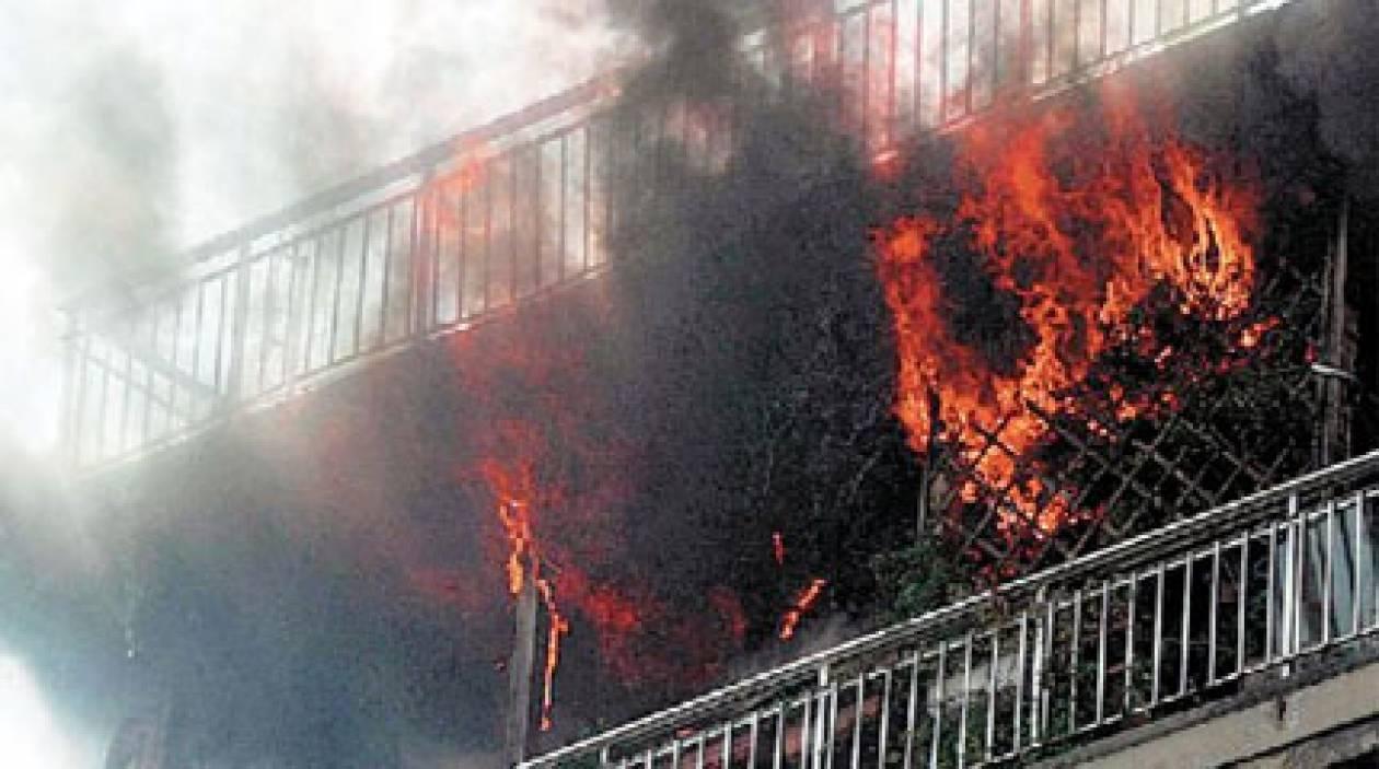 Video: Συγκλονιστικές εικόνες από κατάσβεση πυρκαγιάς στην Πάτρα