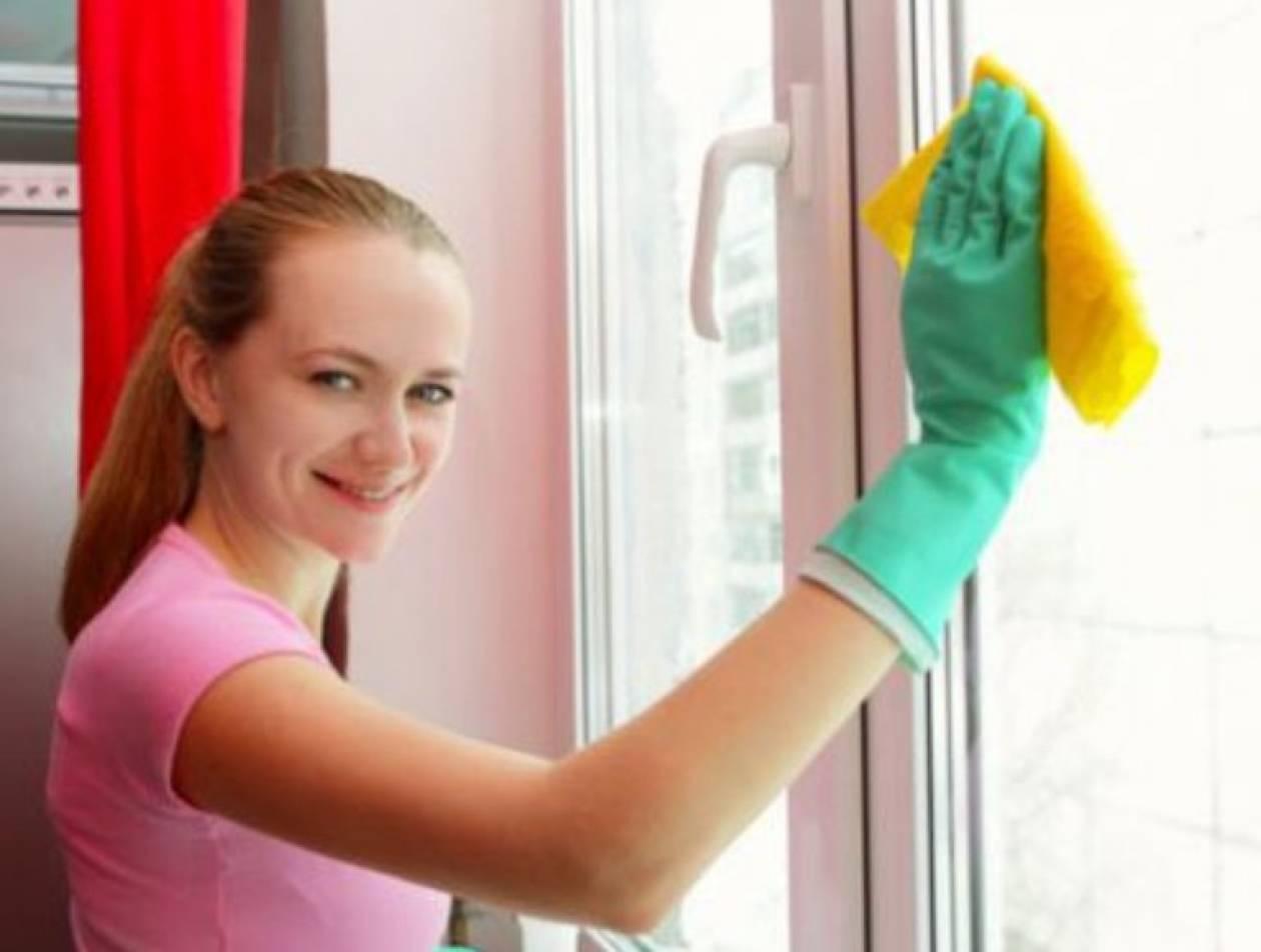 Καθαρίστε με οικονομικό τρόπο τα τζάμια του σπιτιού σας