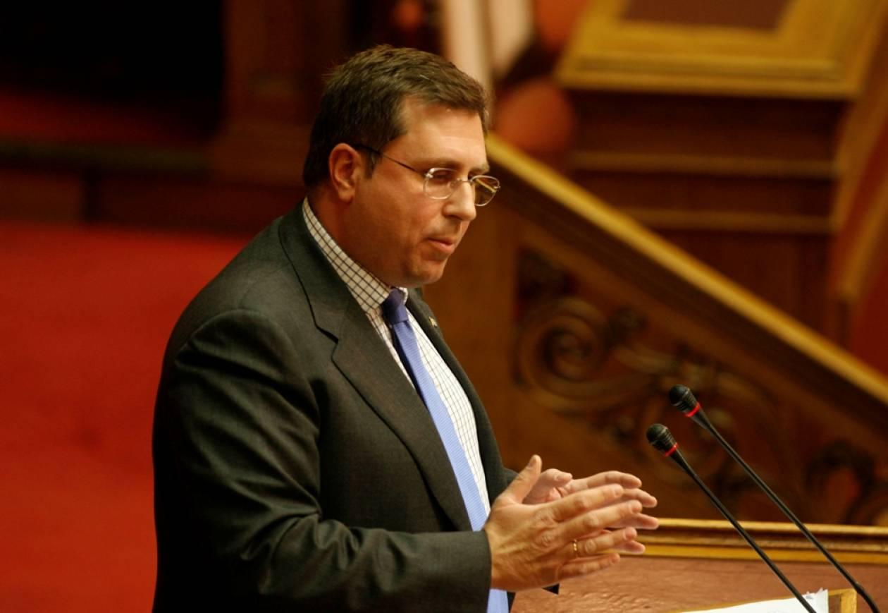 «Το υπό πτώχευση ελληνικό κράτος χρηματοδοτεί την μαλακόσφαιρα»