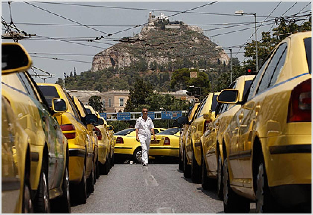"""""""Αγανακτισμένοι"""" ταξιτζήδες κατευθύνονται στη Βουλή..."""
