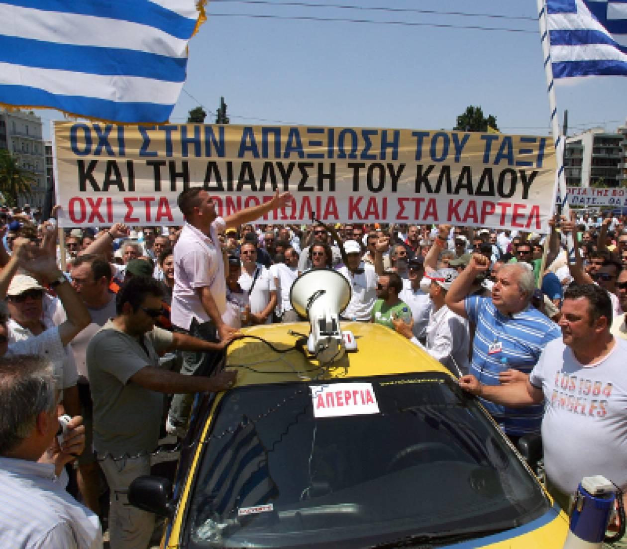 Έκοψαν πάλι την Ελλάδα στη μέση οι οδηγοί ταξί