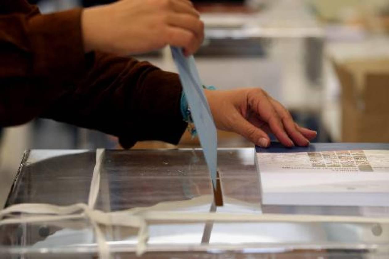 Δημοψηφίσματα χωρίς ουσία ετοιμάζει ο Γιωργάκης