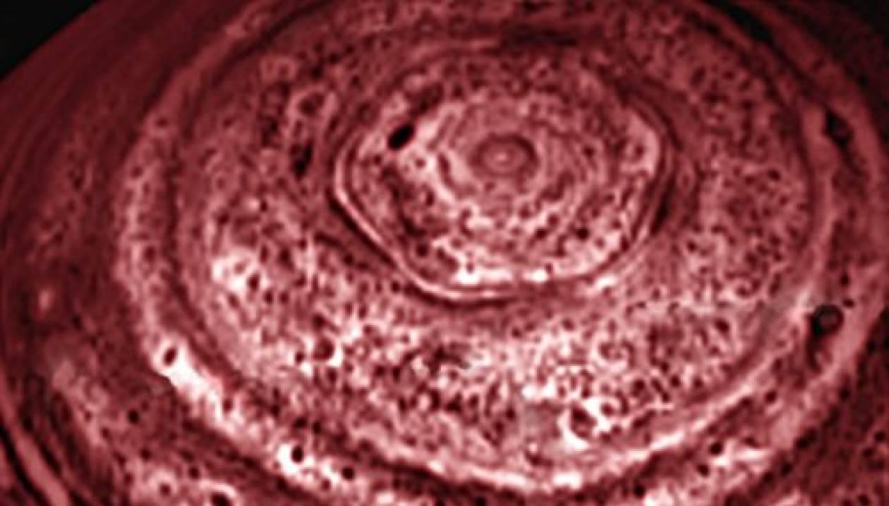 """Το μυστηριώδες """"εξάγωνο"""" του πλανήτη Κρόνου"""