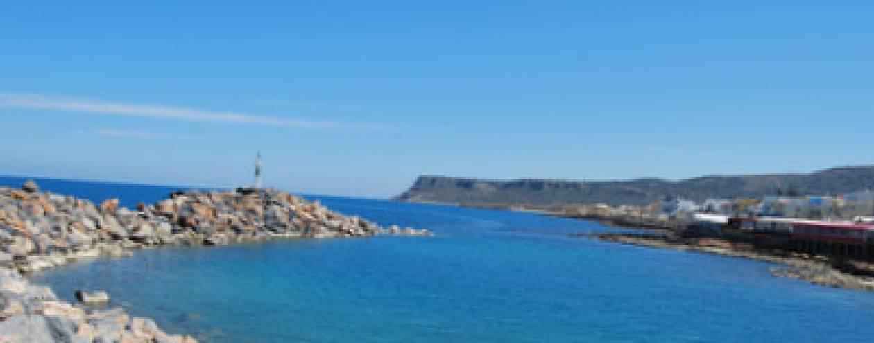 Σκάφος έπεσε σε βράχια στην Κρήτη