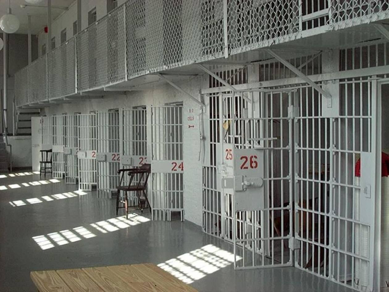 Απεργούν οι εργαζόμενοι στις φυλακές Τρίπολης