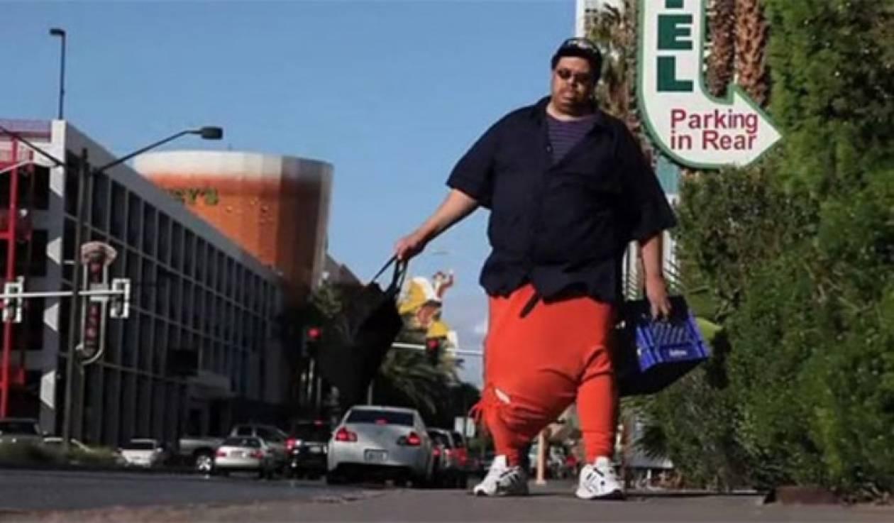 Άνδρας με γεννητικά όργανα 45 κιλών