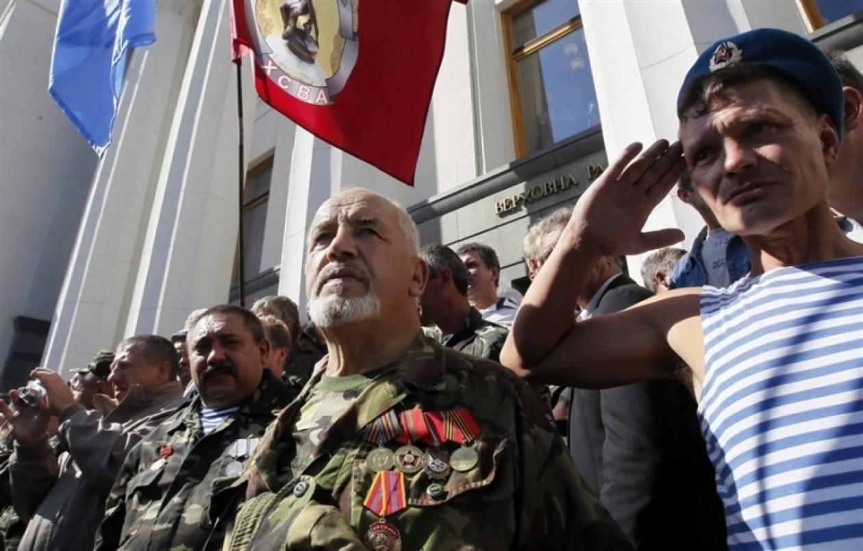 Ουκρανία: Εισβολή διαδηλωτών στο Κοινοβούλιο