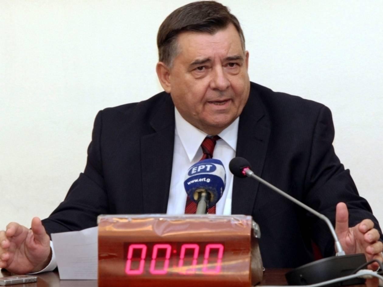Καρατζαφέρης: «Η χώρα χάνεται και ημείς άδωμεν»