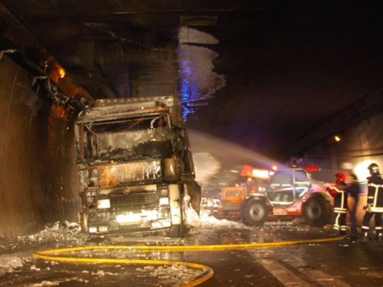 Πήρε φωτιά εν κινήσει φορτηγό στην Εγνατία