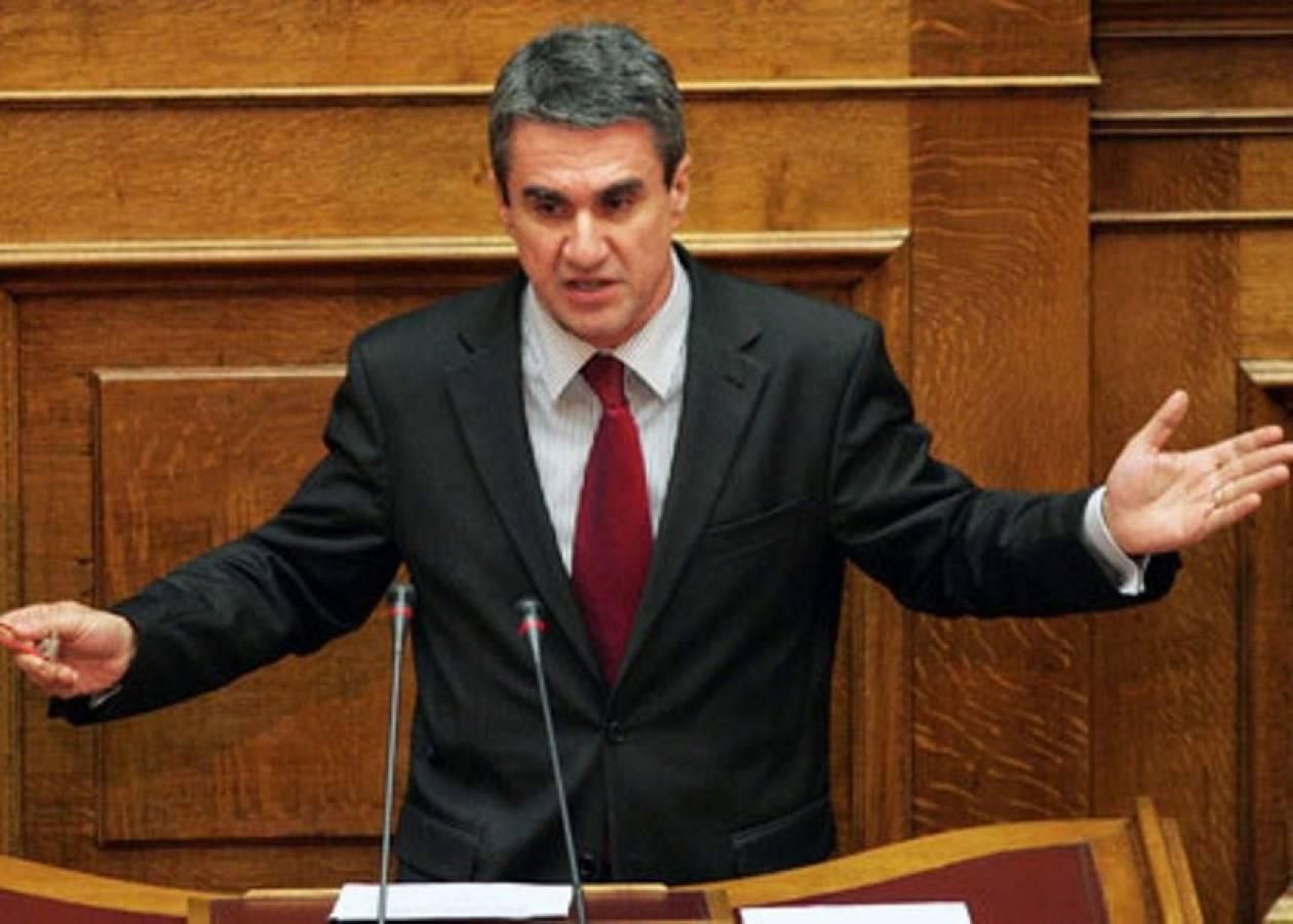 Πολιτικά παιχνίδια καταγγέλλει ο Λοβέρδος