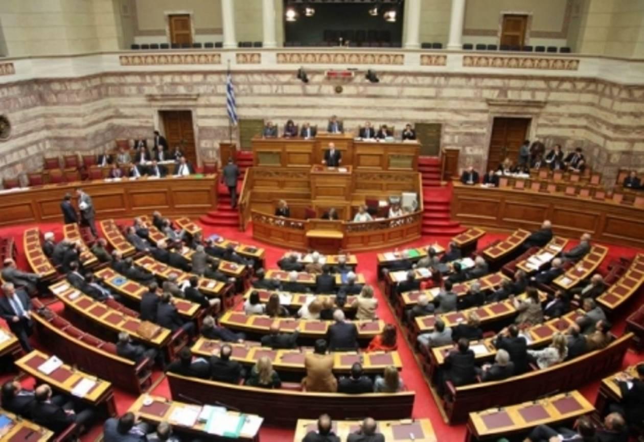 Έντονο παρασκήνιο για μεταβατική κυβέρνηση
