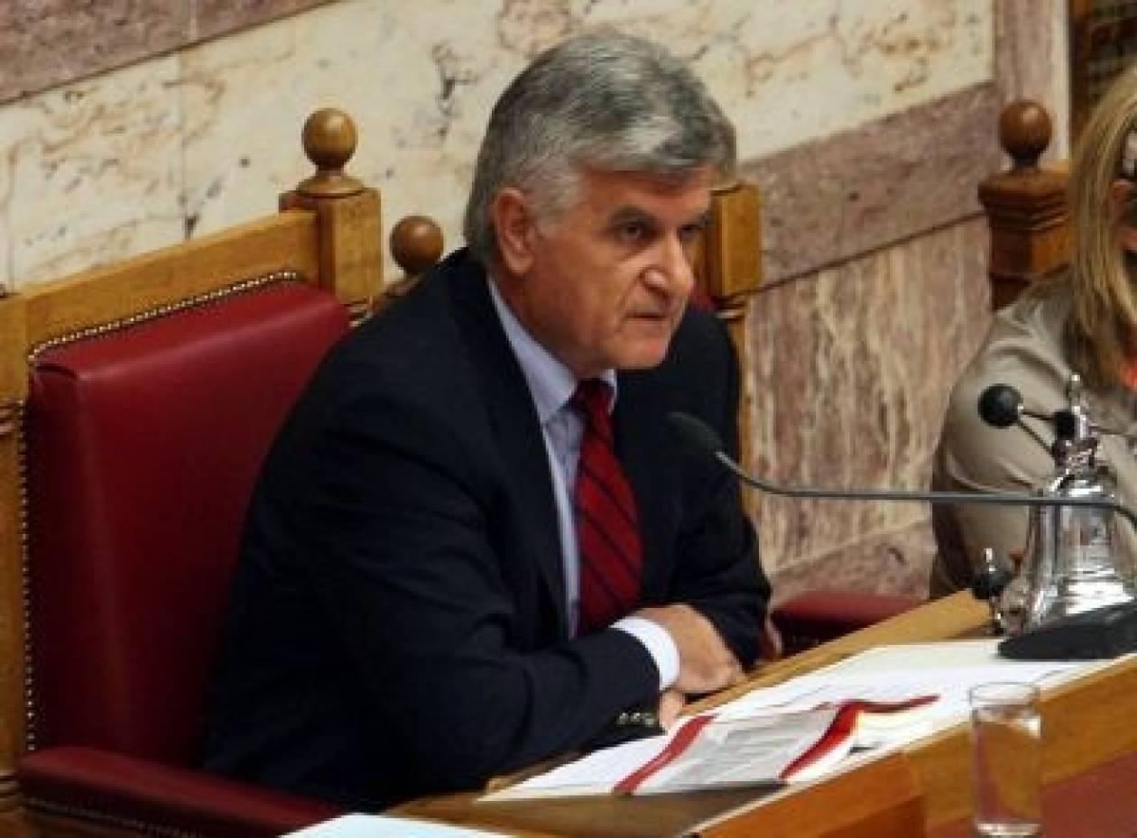 Φ. Πετσάλνικος: «Ούτε μια ώρα χωρίς πρωθυπουργό η χώρα»