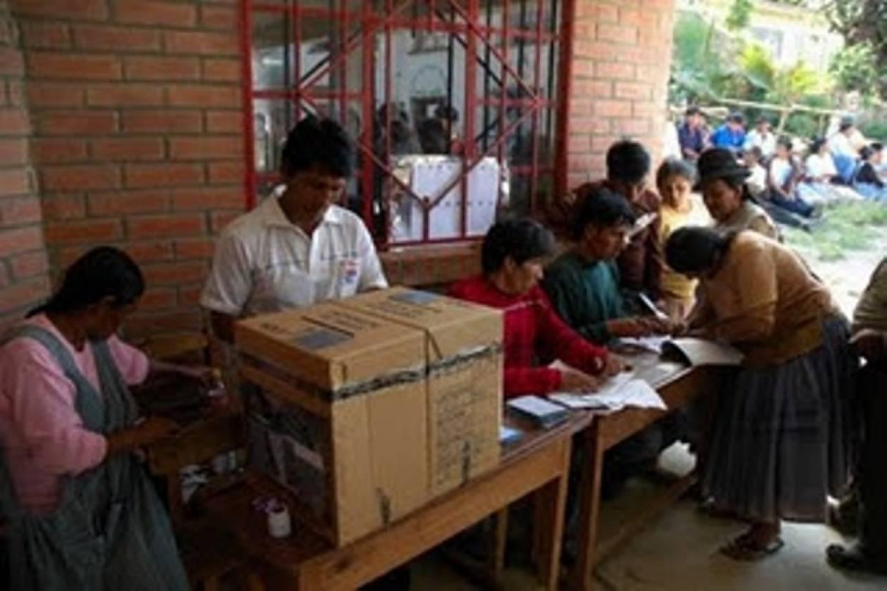 Προηγείται ο Μολίνα στις εκλογές στη Γουατεμάλα