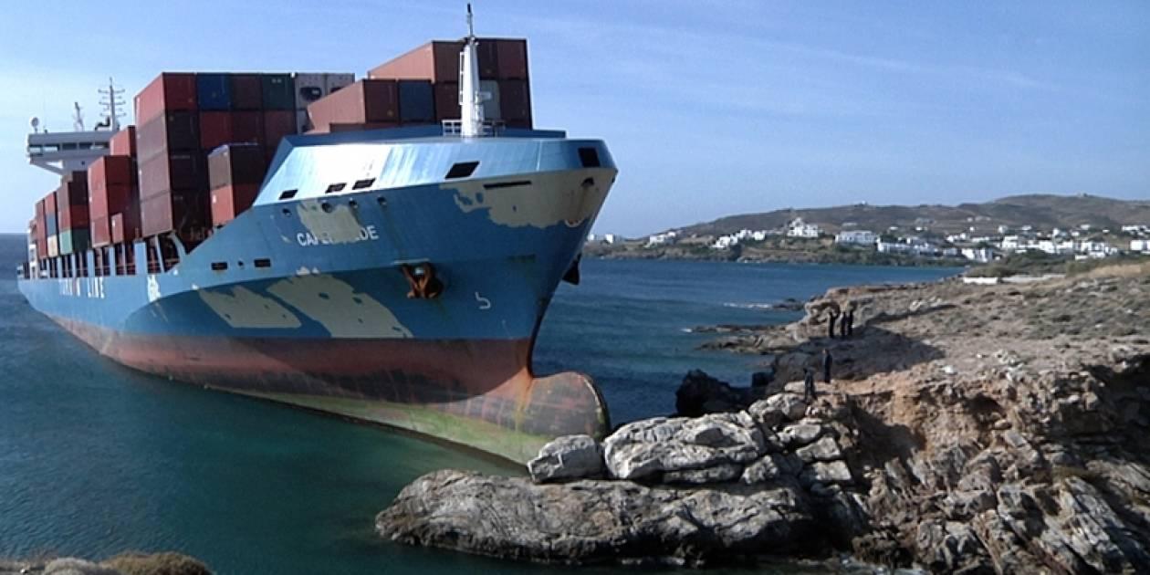 Βίντεο και φωτογραφίες από την προσάραξη του φορτηγού πλοίου στη Σύρο