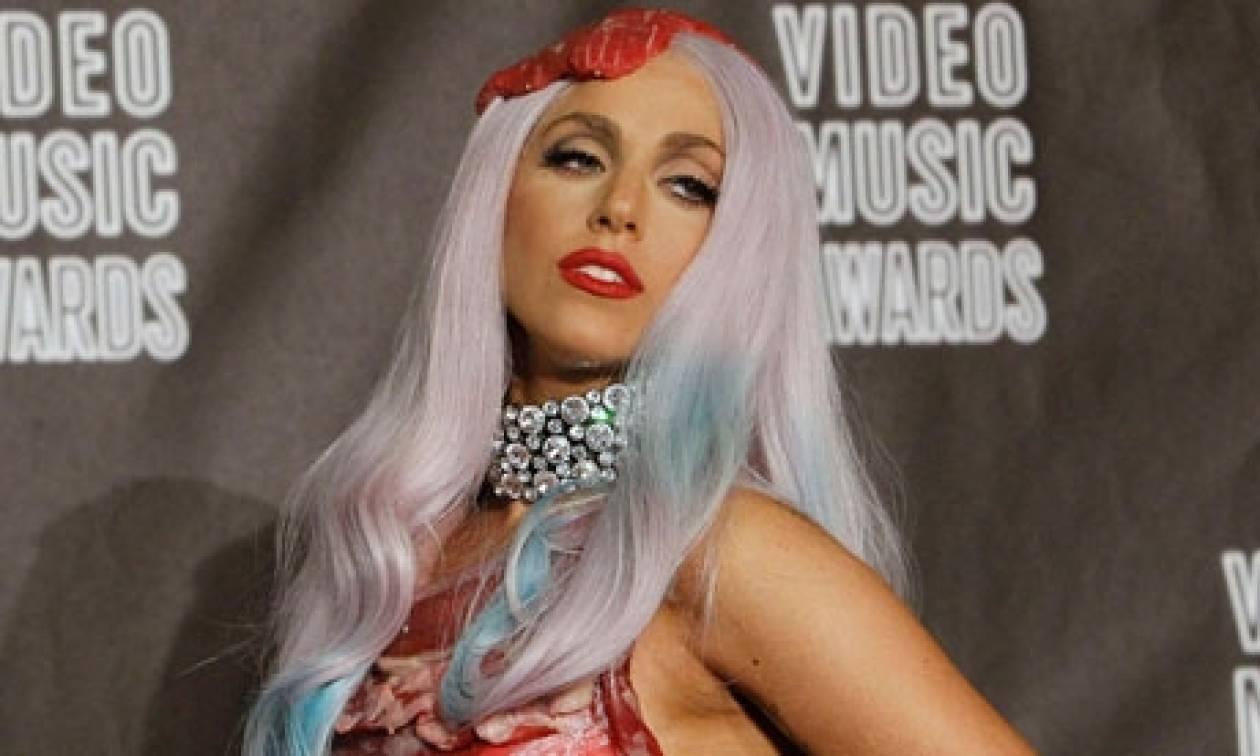 Το καυτό καμαρίνι της Gaga και οι παιδικές τροφές