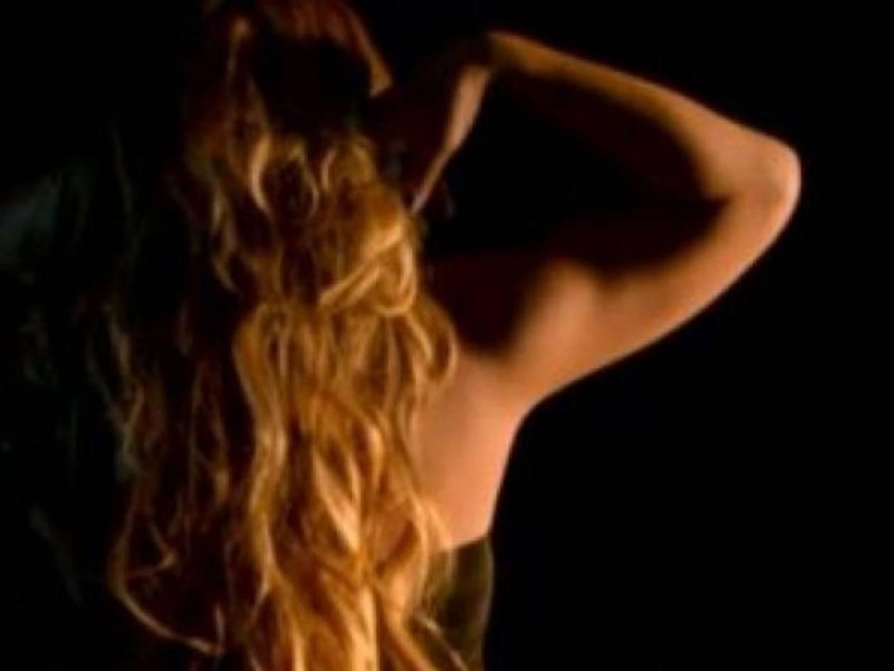 Η sexy εμφάνιση της Μαράια Κάρεϊ στην τηλεόραση