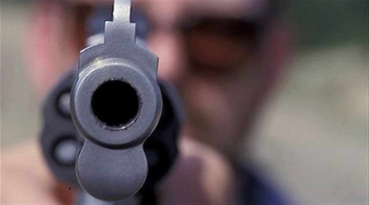 Την απείλησε με ψεύτικο όπλο