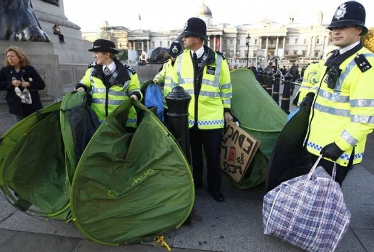 Η βρετανική αστυνομία «σάρωσε» τις σκηνές των Αγανακτισμένων