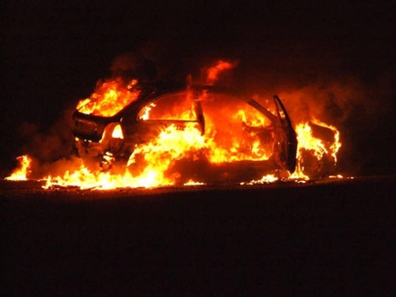 Στις φλόγες όχημα στο Ίλιον