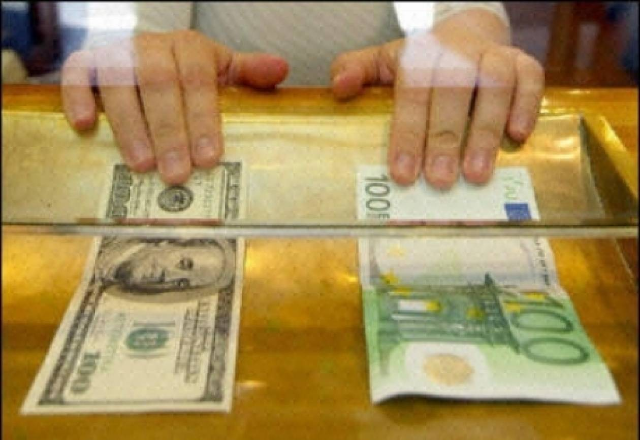 Μικρή ενίσχυση του ευρώ έναντι του δολαρίου