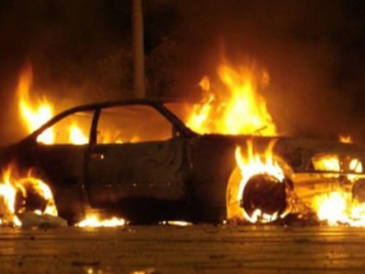 Στις φλόγες δύο αυτοκίνητα και μία μοτοσυκλέτα στο Κερατσίνι