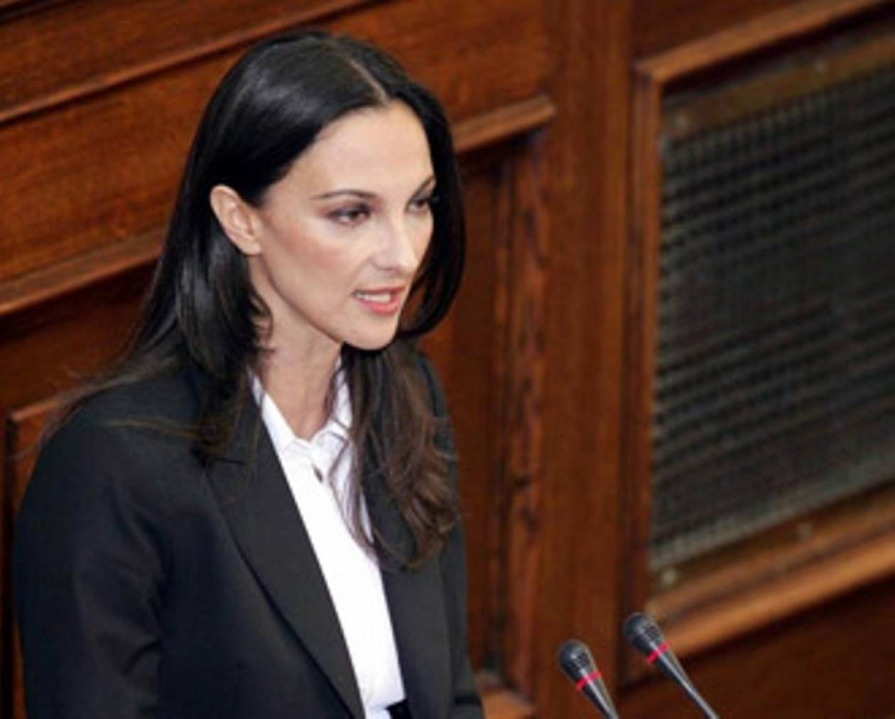 Στη Βουλή η Έλενα Κουντουρά