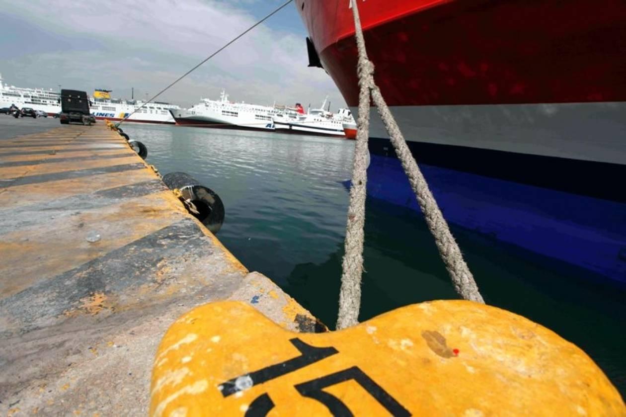 «Δεμένα» πλοία λόγω θυελλωδών ανέμων