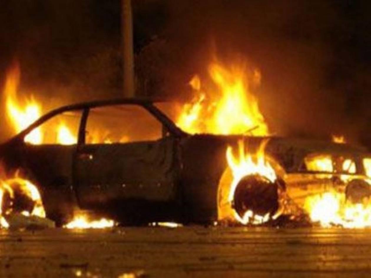 Έκαψαν οχήματα στα Εξάρχεια