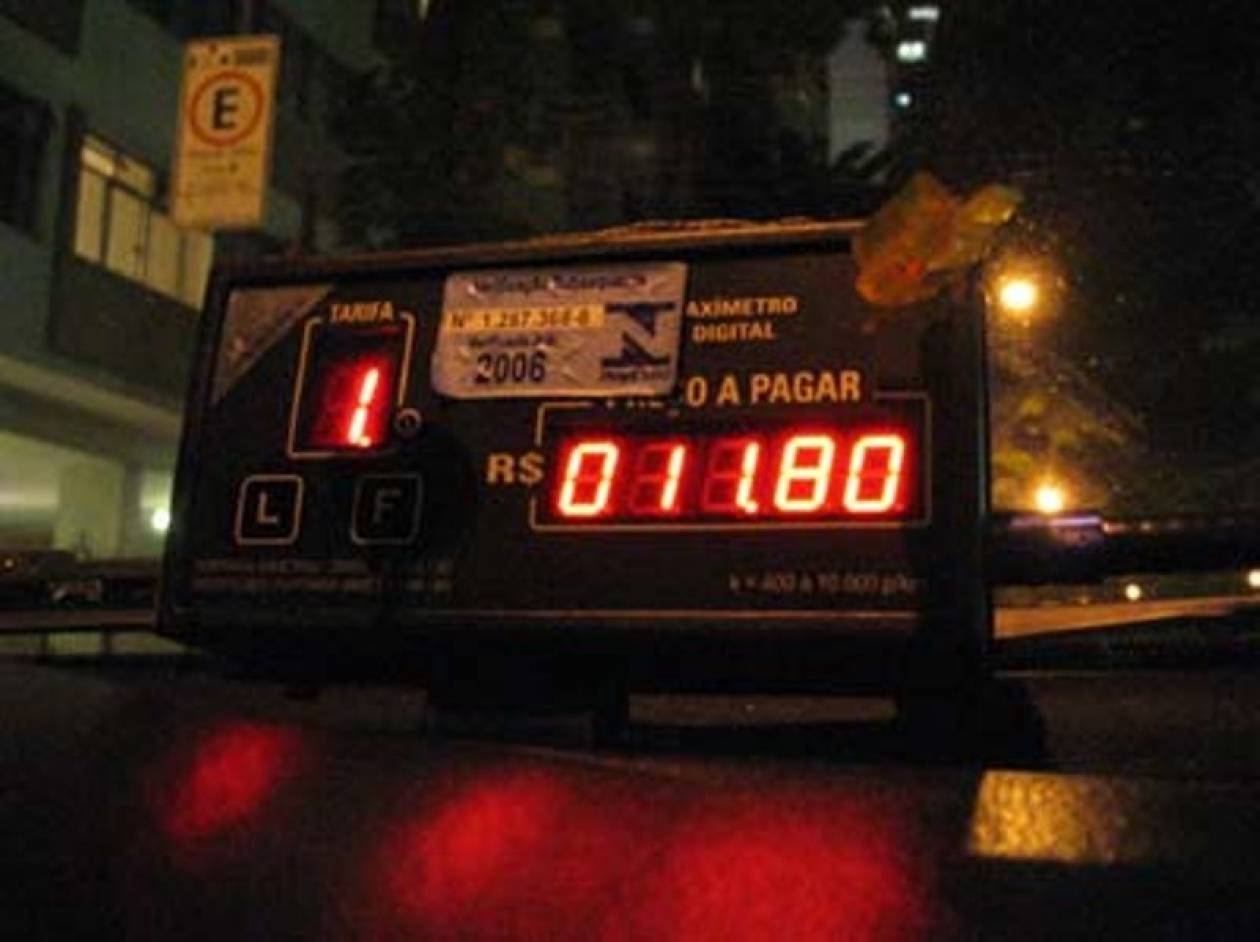 Χειροπέδες σε οδηγό ταξί που «πείραζε» το ταξίμετρο