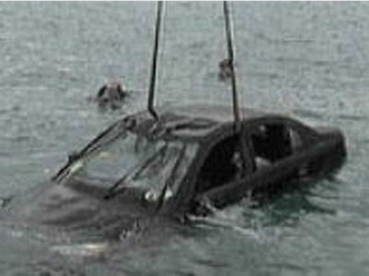 Πτώση αυτοκινήτου στη θάλασσα της Δραπετσώνας
