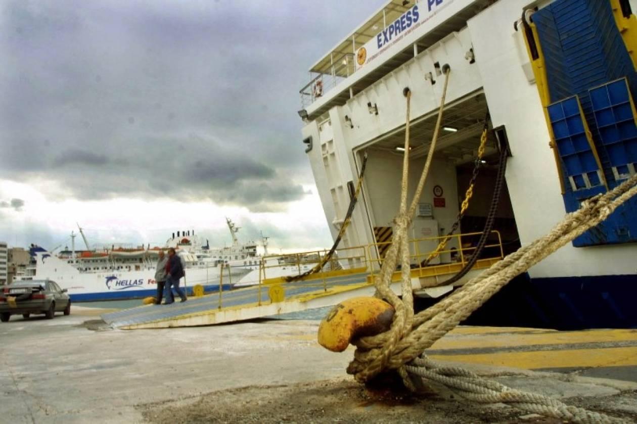 «Δεμένα» τα πλοία λόγω θυελλωδών ανέμων