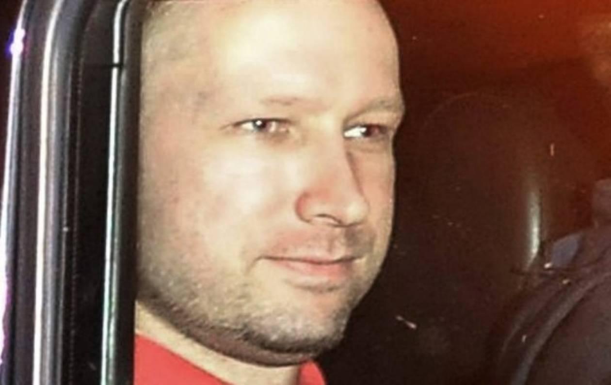 Παρατείνεται η κράτηση του Άντερς Μπρέιβικ
