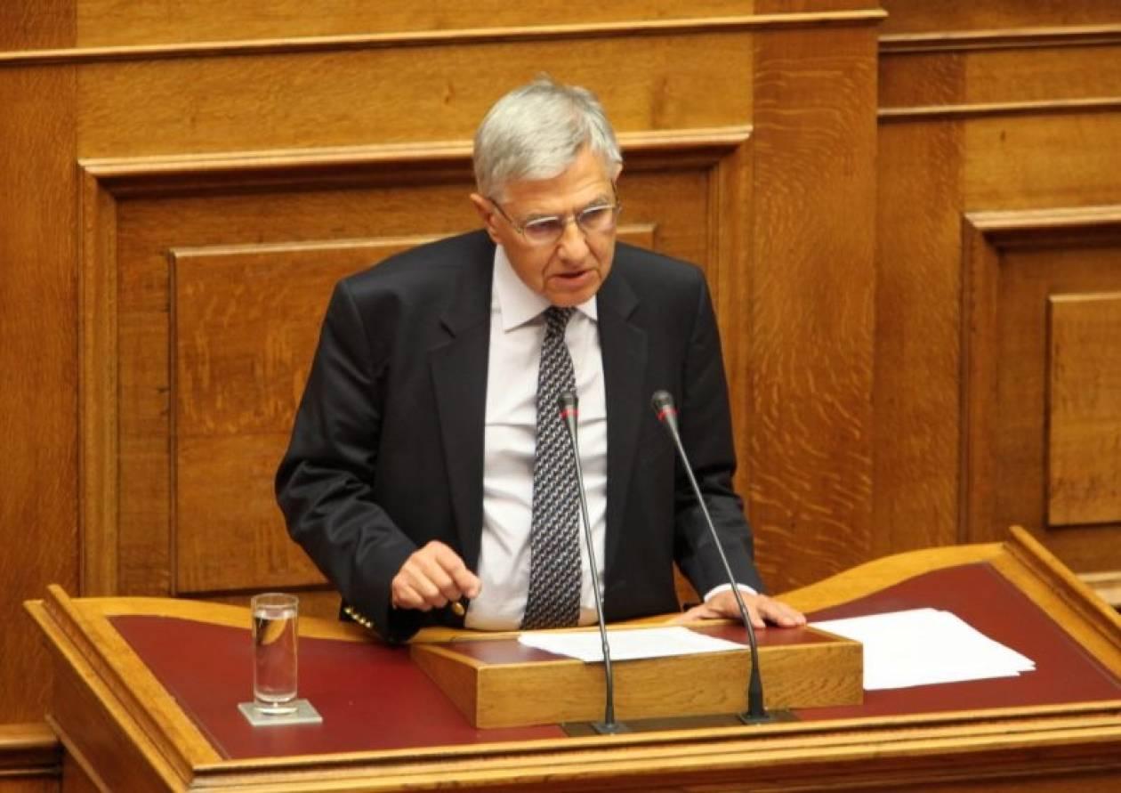 Τ.Γιαννίτσης: Υπάρχει υπόγειος πόλεμος με στόχο τον Παπαδήμο