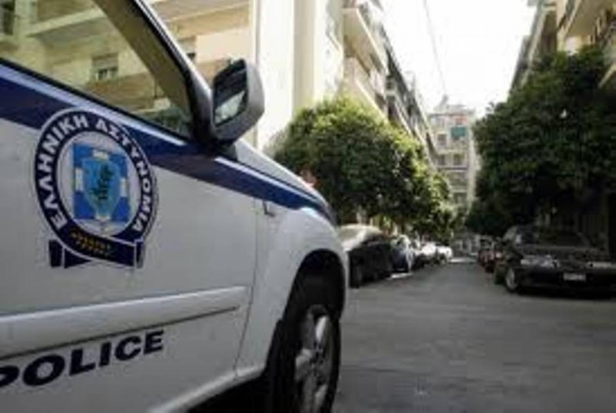 Πειραιάς: Έριξαν φορτηγό σε AΤΜ