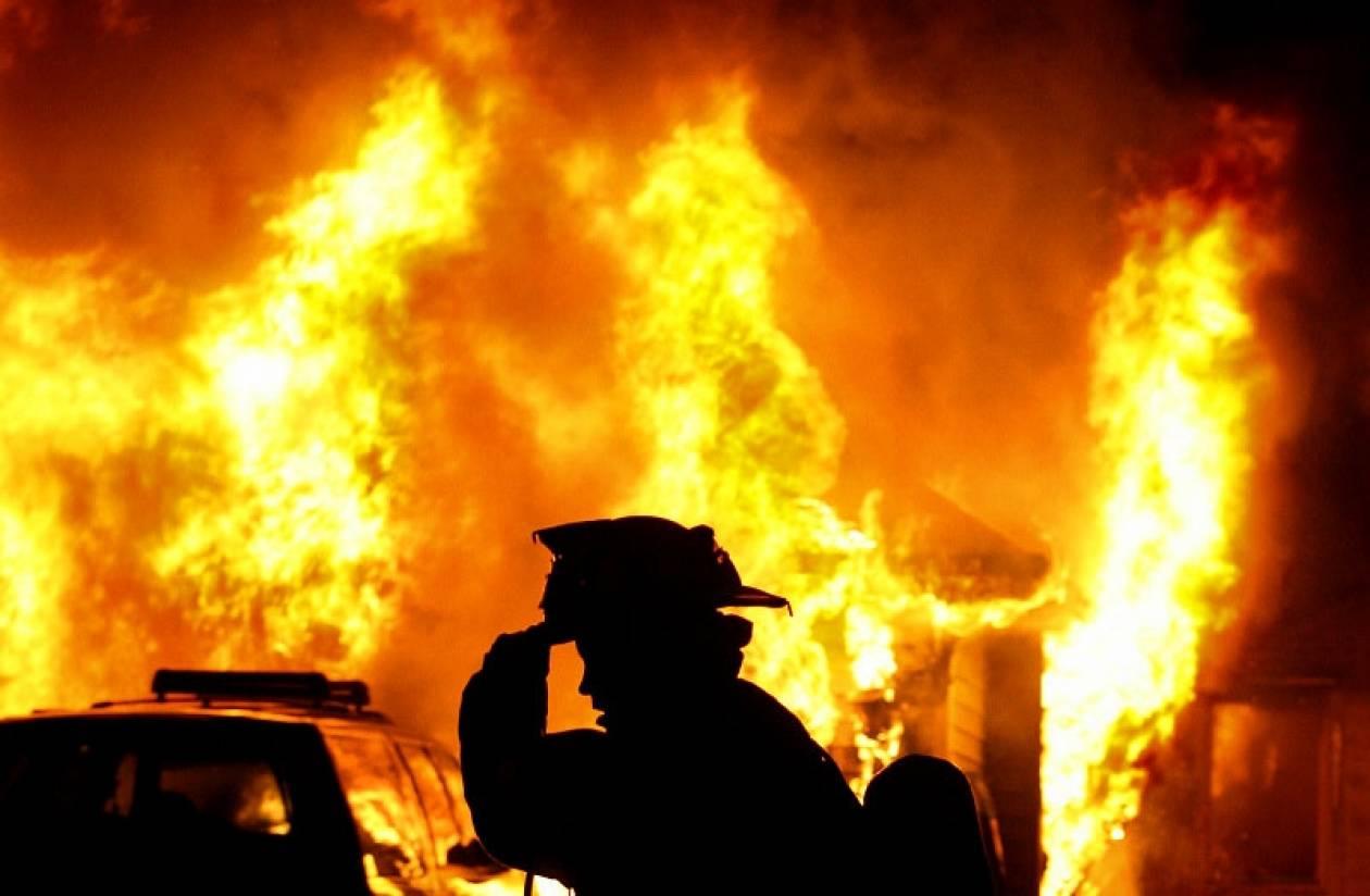 Φωτιά σε ακατοίκητο οίκημα στην Πλάκα